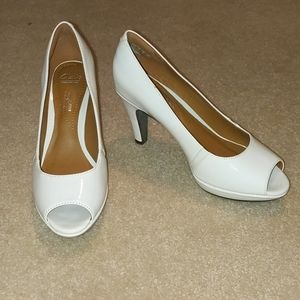 Clark's white shiny soft cushion heels